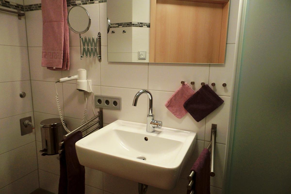 Doppelzimmer Grauburgunder Badezimmer